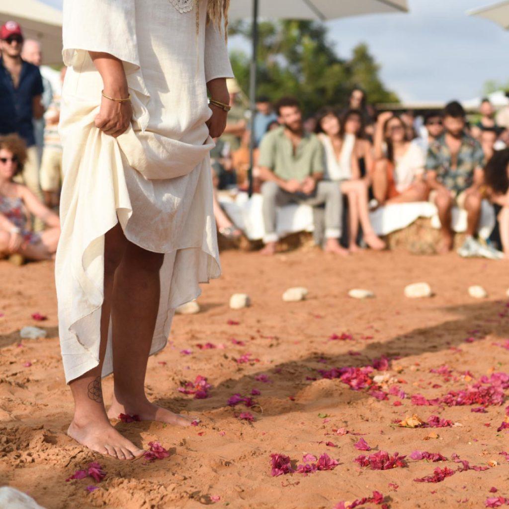 להתחתן יחפים בפרדס - מרפסת בטבע