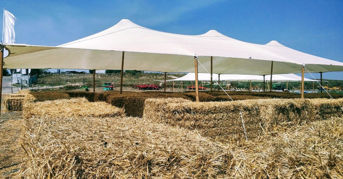 השכרת אוהלים לאירועים בטבע - מרפסת בטבע
